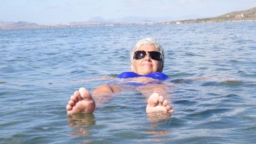La planche est facilité par l'eau très salé de la Mar Menor