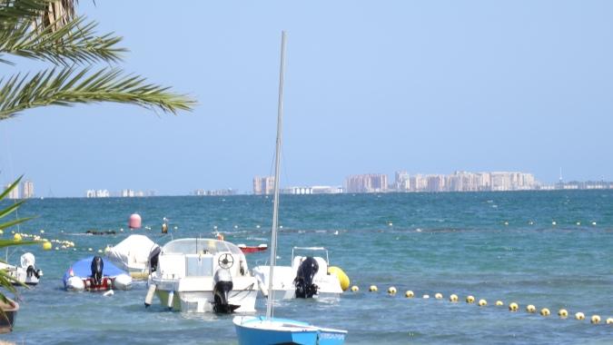 Vue du rivage et des hôtels de l'isthme de la Manga