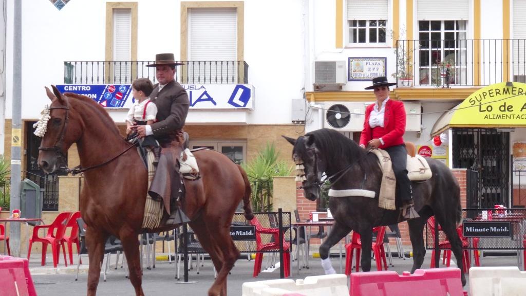 Fiesta à Ubrique; les chevaux et les costumes à l'honneur pour toute la famille: Caballero, la esposa y el chiquito
