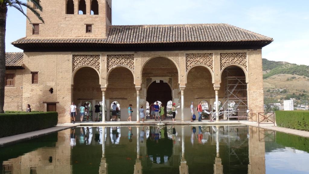 Palais de Partal et son prolongement dans l'étang