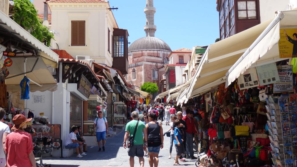 Rue piétonne Socratus  avec vue sur la mosquée Soliman le Magnifique, construite en 1523