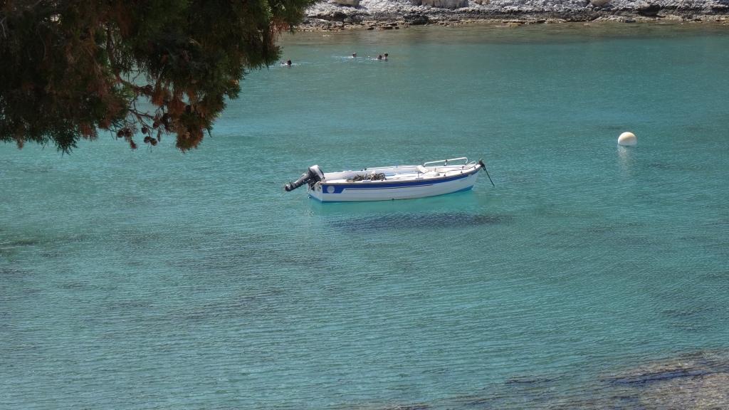 Magnifique baie de St-Paul à Lindos où les eaux bleu- azur sont limpides