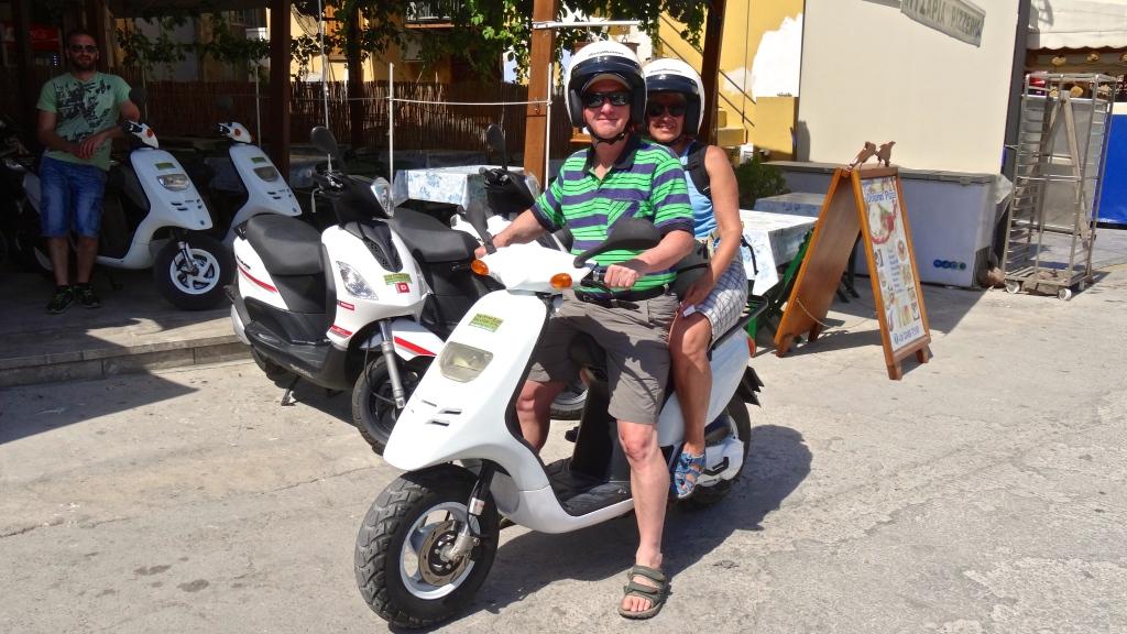 Parcourir la petite île en scooter ... charmant !