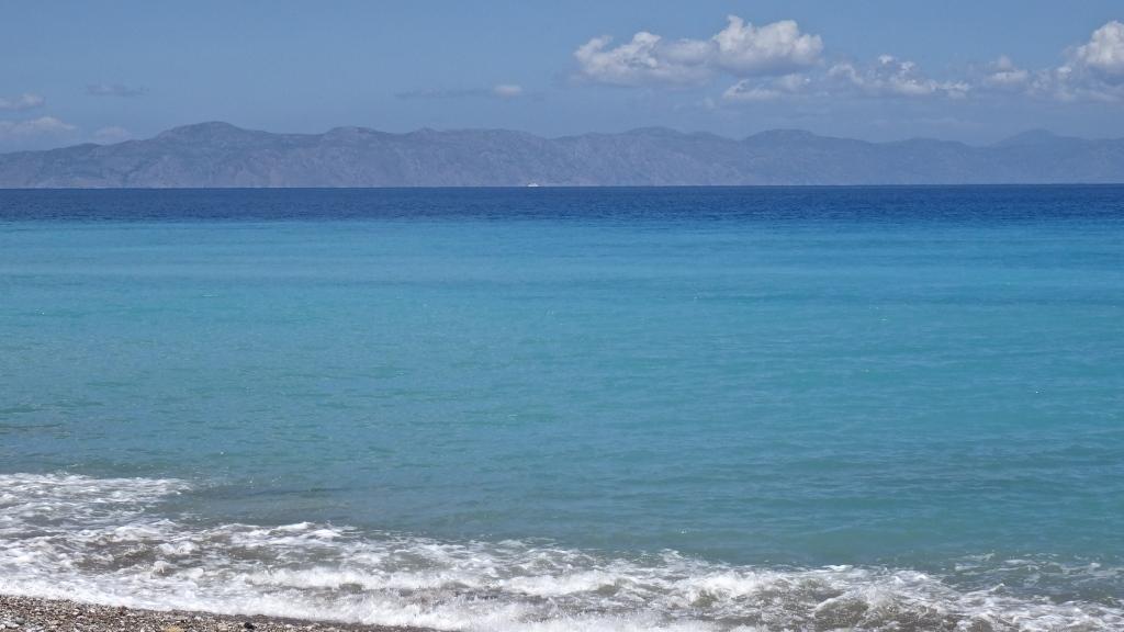 La mer, limpide et colorée