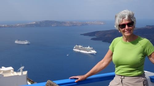 Vue sur la Caldeira, les bateaux de croisières y mouillant tous les jours