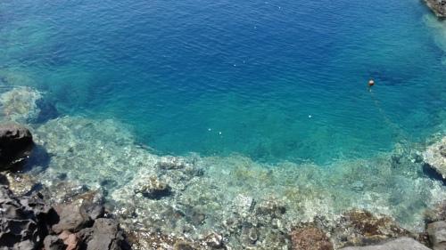 La pureté des eaux de mer bordant l'île