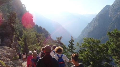 Cohue du départ, 1 à 2000 randonneurs par jour / Starting Crowd, 1 to 2 000 trekkers per day