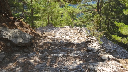 Sentier très rocailleux / Rocky Trekking Path