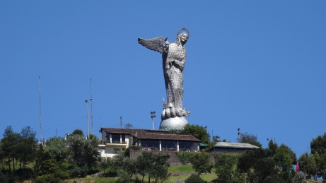 "La ""Virgen"" au sommet du 'El Panecillo"" / The Virgin at the summit of the ""El Panecillo"""