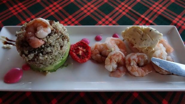 Ensalada de mariscos, quinoa, avocado ... Delicioso!