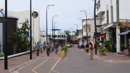 Rue Charles Darwin de Puerto Ayora / Charles darwin Street in Puerto Ayora
