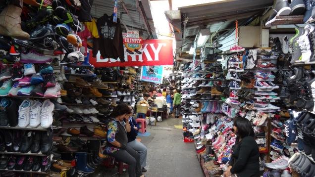 Les Équatoriens aiment les chaussures / Ecuadorians love shoes