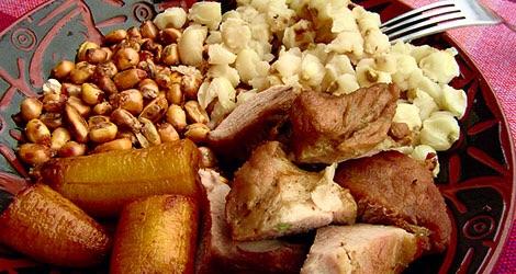 Fritada de Chancho: Porc, platane, Maïs blanc