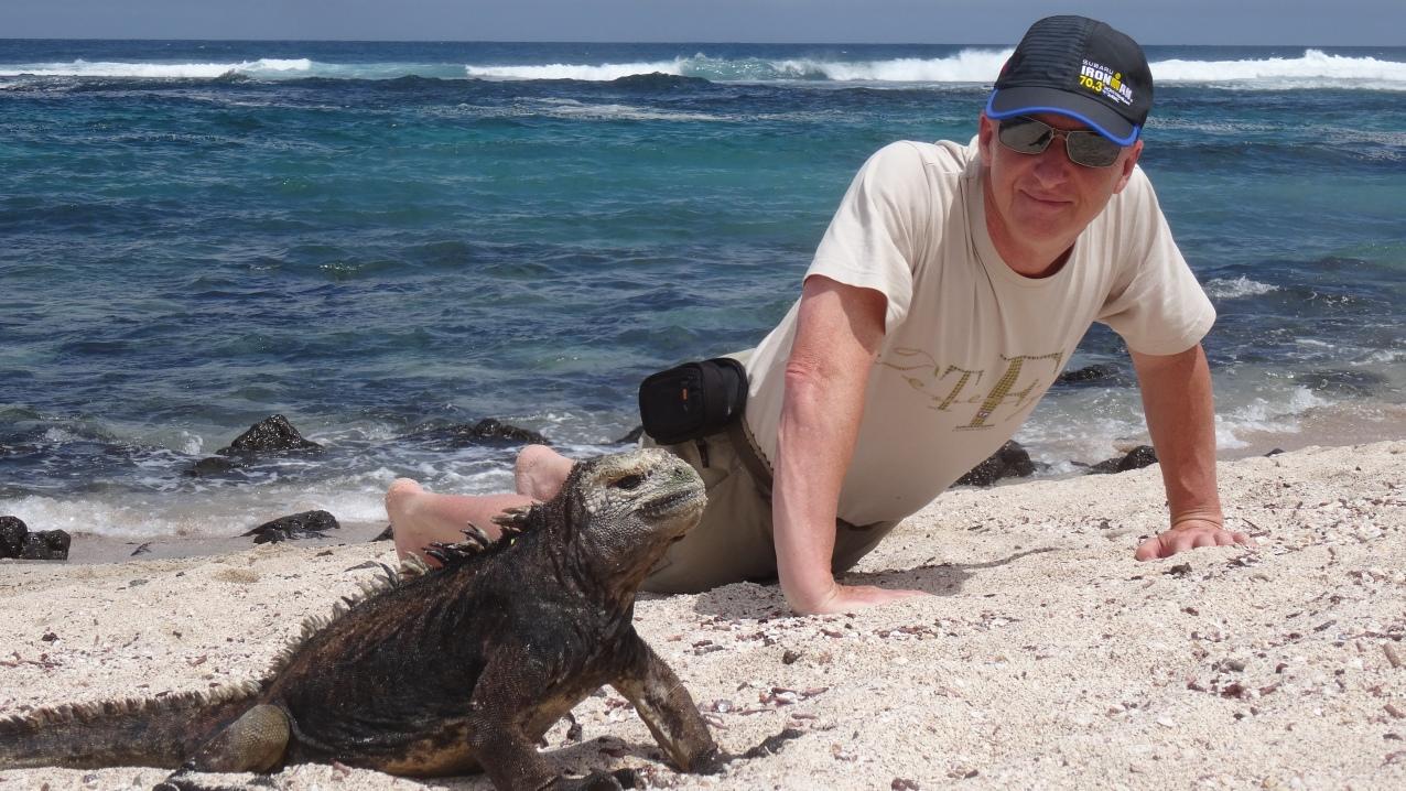 Imitation de la position de l'iguane marin / Adopting same posture