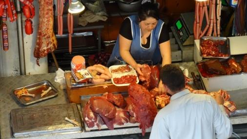 Comptoir de viande en plein air / Meat in an open air counter