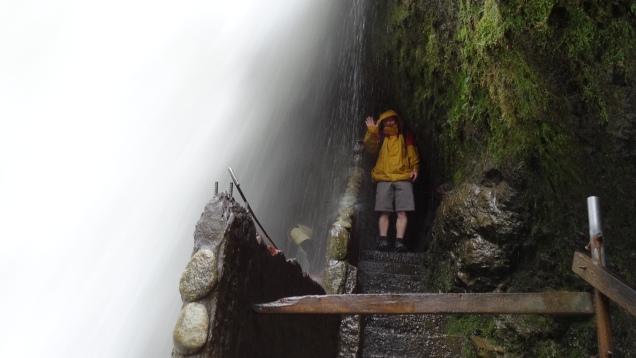 Passage sous la chute / Passage under the Waterfall