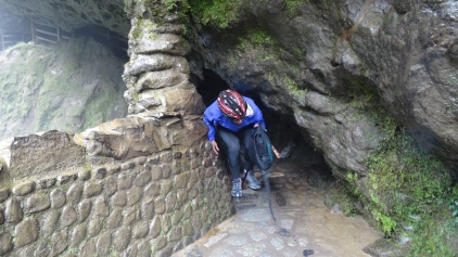 Grotte pour remonter la chute / Cave to Climb up the Waterfall