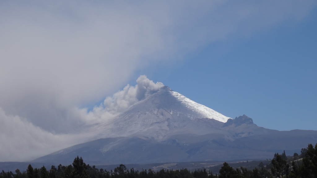 Le Cotopaxi en éruption / The Cotopaxi in Eruption