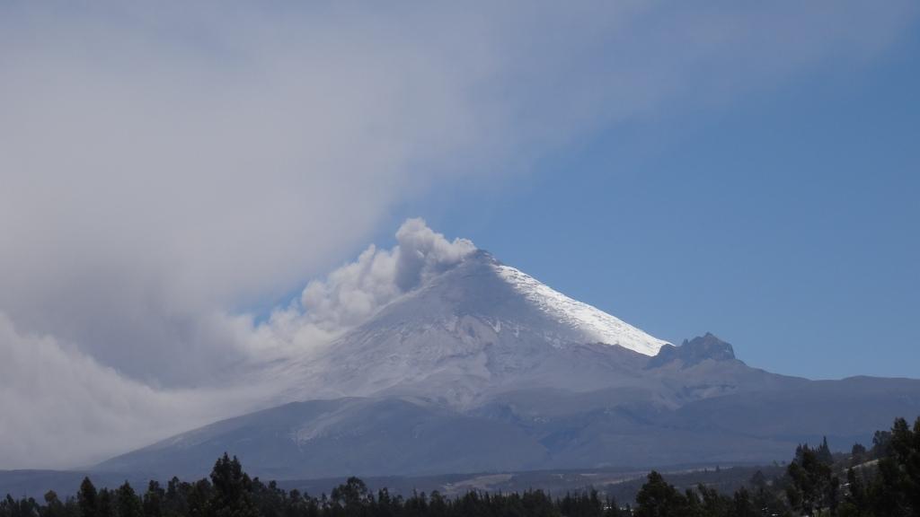 Le Cotopaxi en éruption / The Cotopaxi in Eruption