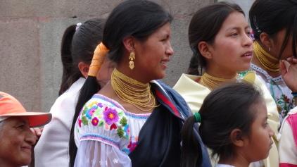 Femme Quechua en tenue traditionnelle / Amerindian Quechua Female in Traditional Suit