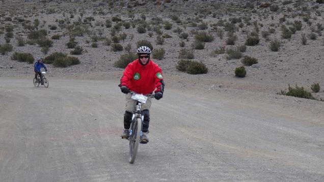 En descente sur la route de gravier / Downhill on the Gravel Road