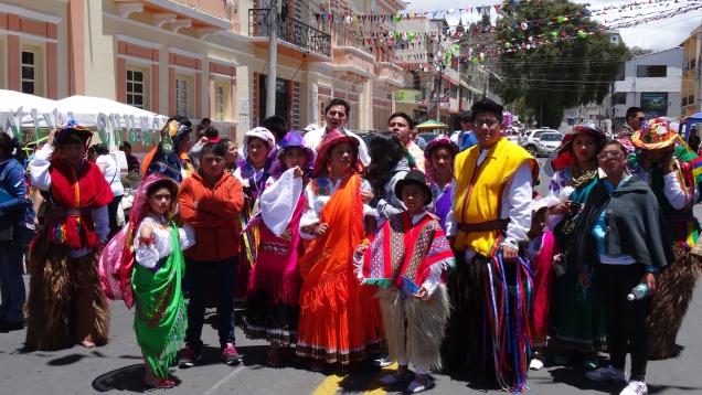 Danseurs en costumes traditionnels / Traditional Costume Dancers