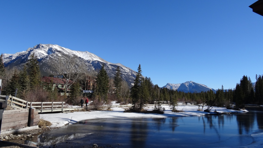 Canmore, a Country Sport Village where 18 000 habitants including tourists live in