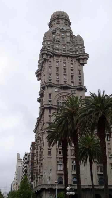 Palacio Salvo, Art éclectique