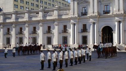 """Changement de la Garde au """"Palacio de la Moneda"""", le palais de la présidence"""