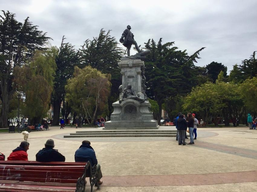 toutes les villes d'Amérique du Sud ont leur parc urbain avec statue