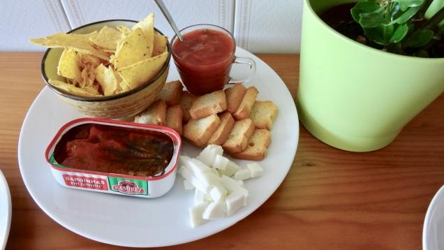 Entrée de sardines et fromage